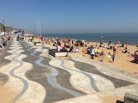 ramsgate-beach-busy-weekend.jpg