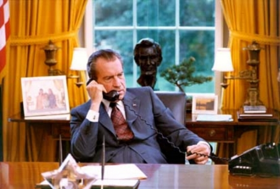 Richard_Nixon_candid_in_the_Oval_Office.jpg