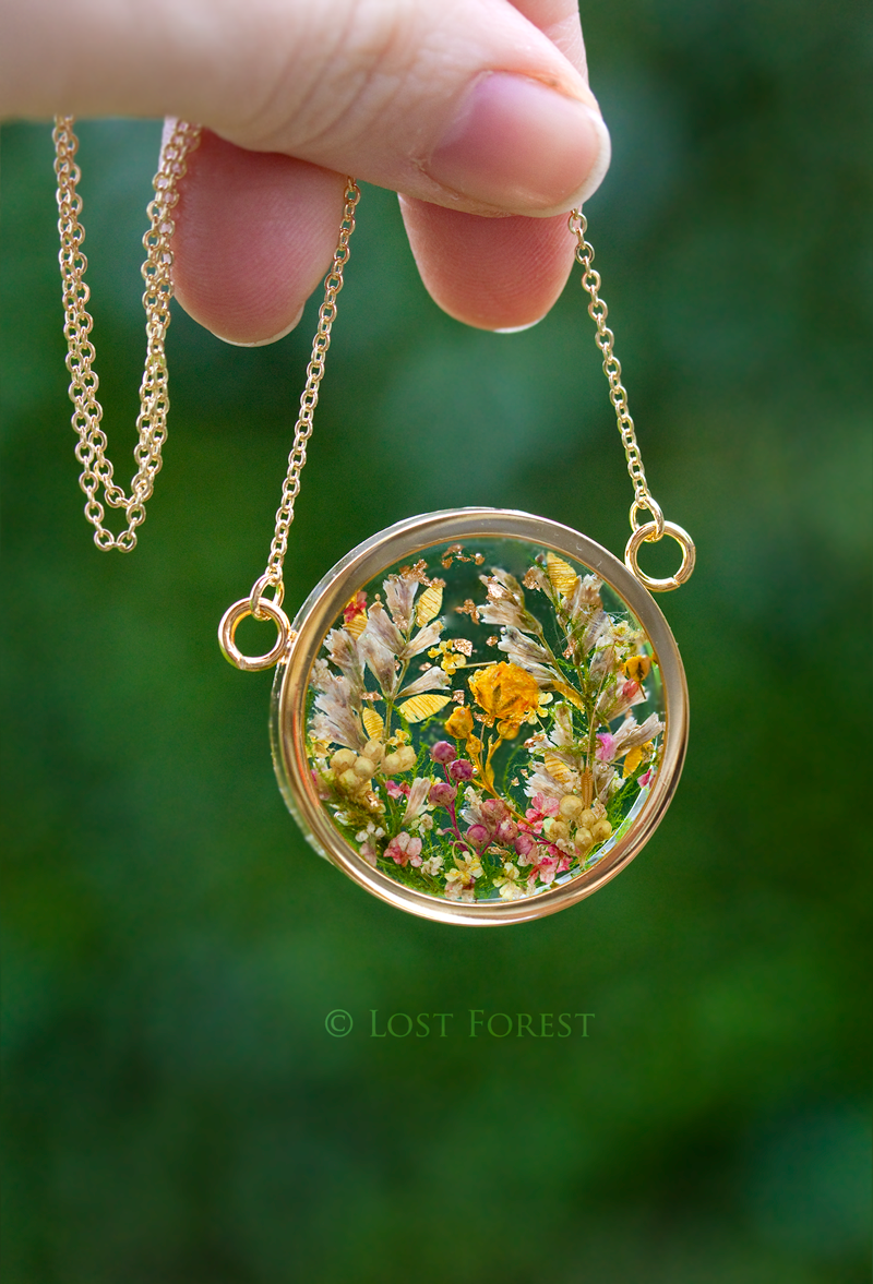 Bridal bouquet necklace © Lost Forest Jewellery