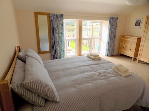 Courtyard double (en-suite) bedroom.jpg