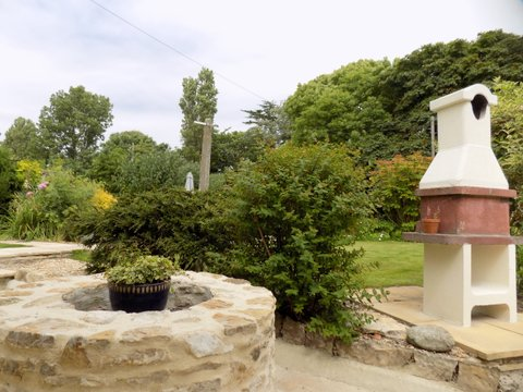 Barn Cottage well and barbcue June 2017.jpg