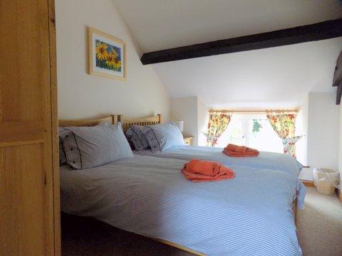 Barn Cottage Twin room - June 2017.jpg