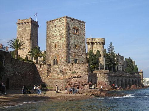 500px-Castle_in_La_Napoule.jpg