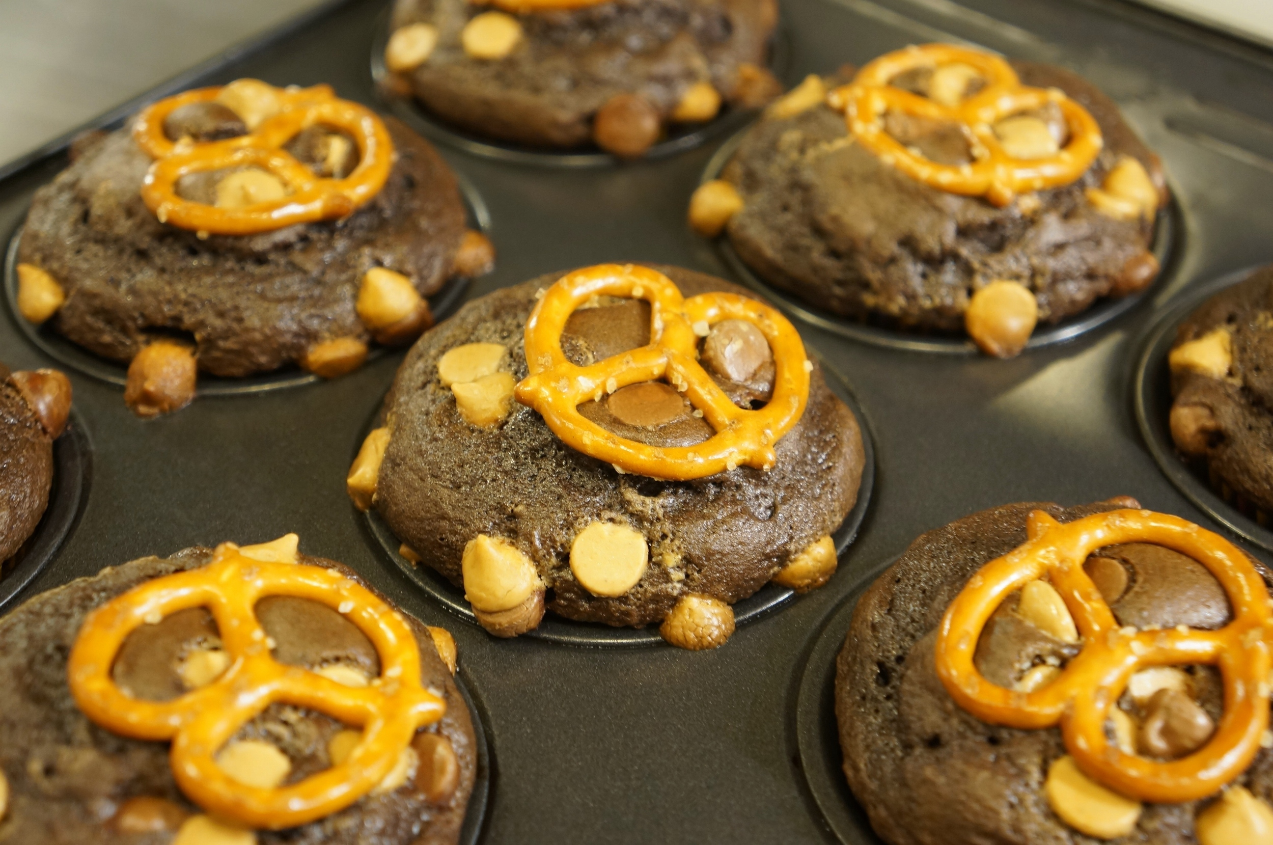 Peanut Butter Pretzel Cupcakes 01