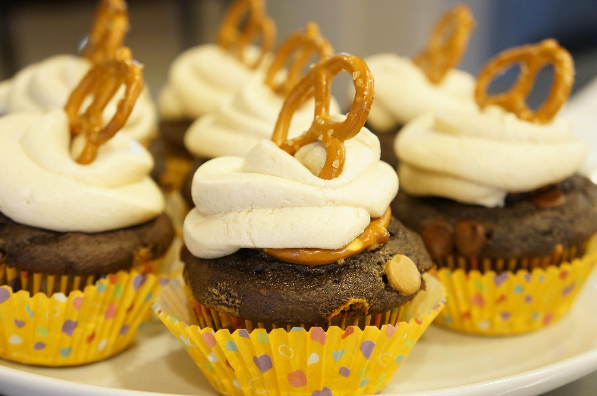 Peanut Butter Pretzel Cupcakes 06