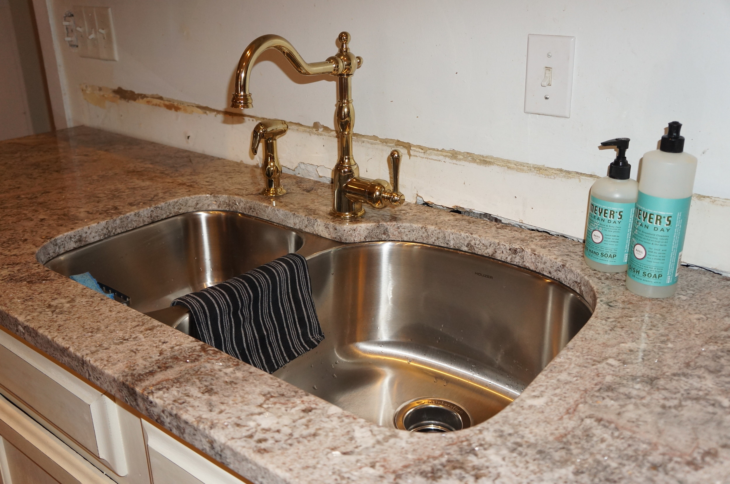 New sink, faucet and counters