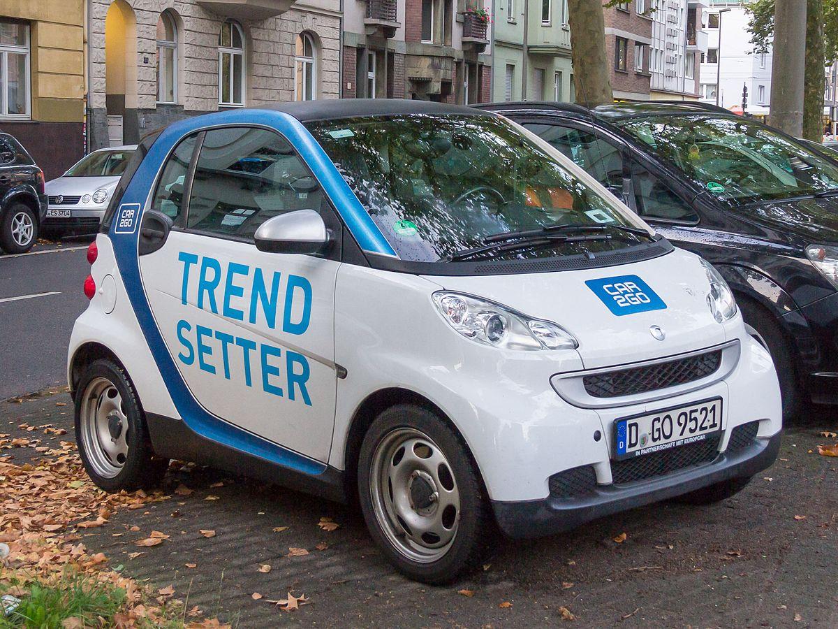 Car2Go, el que marcó la tendencia. El auto es tuyo, y también de otros. (Foto por © Raimond Spekking,CC BY-SA 4.0, https://commons.wikimedia.org/w/index.php?curid=44081256)