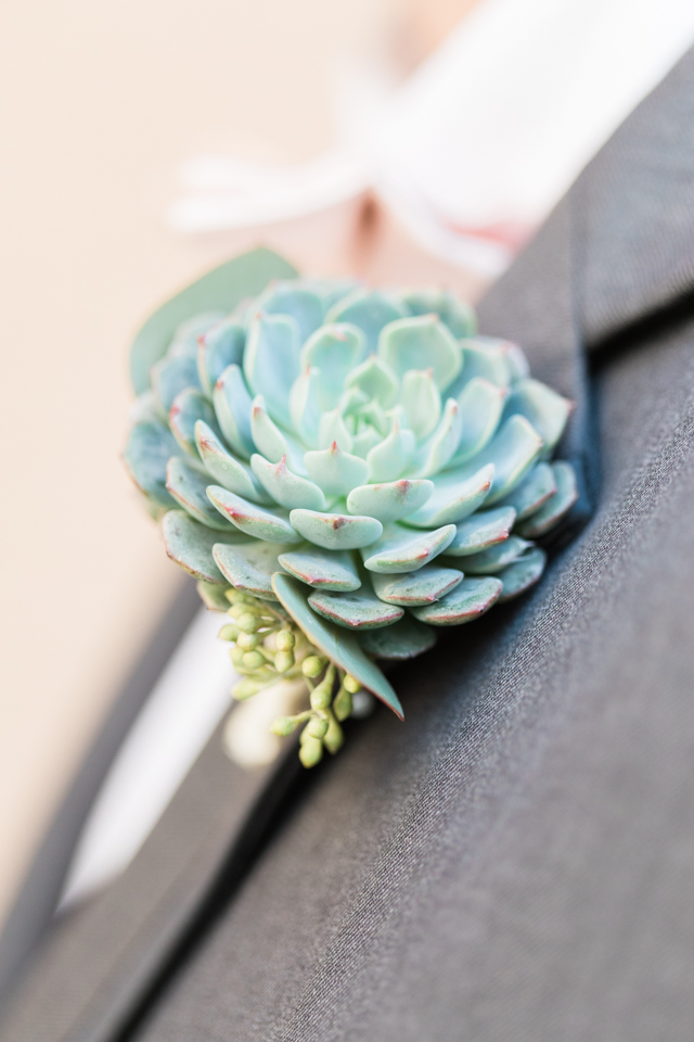 BOUQUETS AND BOUTONNIERES - You will need your bouquet and boutonniere for your First Look. Have them delivered to the room where the bride is getting ready.