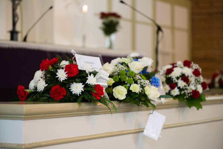 hautajaiskuvaus-oulu-linnanjuhlakuva-3.jpg
