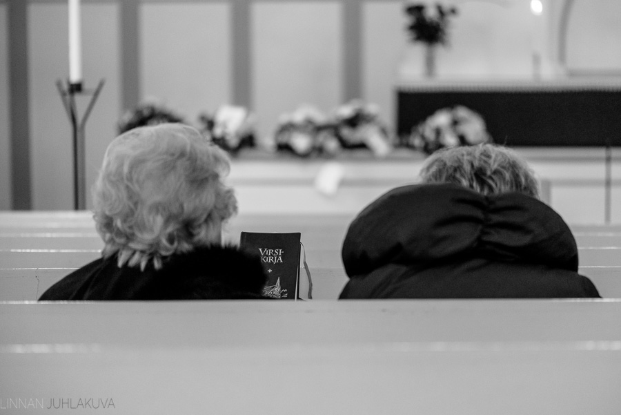 hautajaiskuvaus-oulu-linnanjuhlakuva-8.jpg
