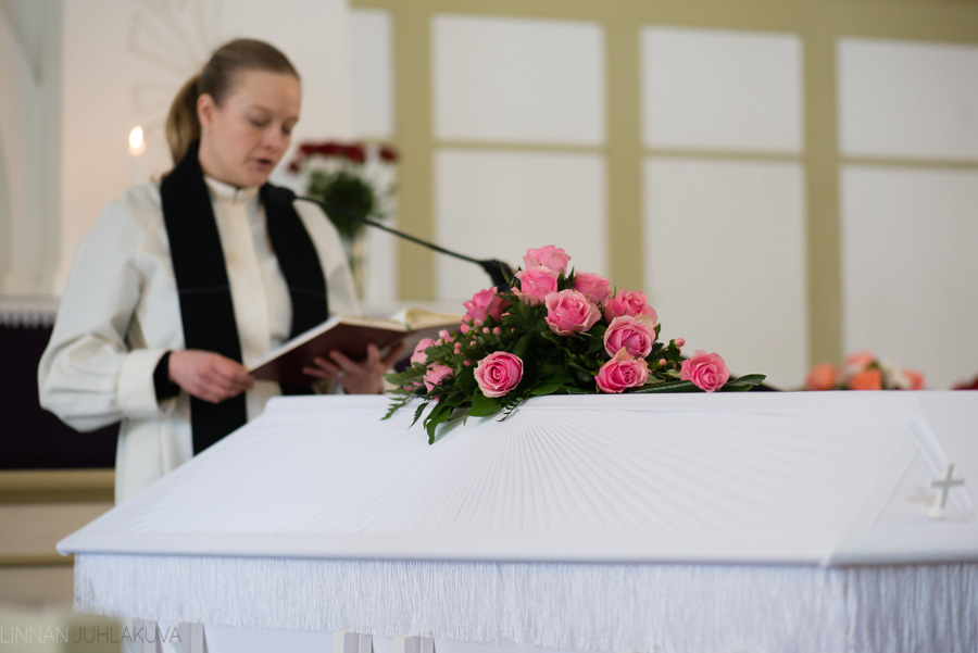hautajaiskuvaus-oulu-linnanjuhlakuva-10.jpg