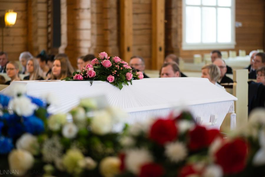 hautajaiskuvaus-oulu-linnanjuhlakuva-12.jpg