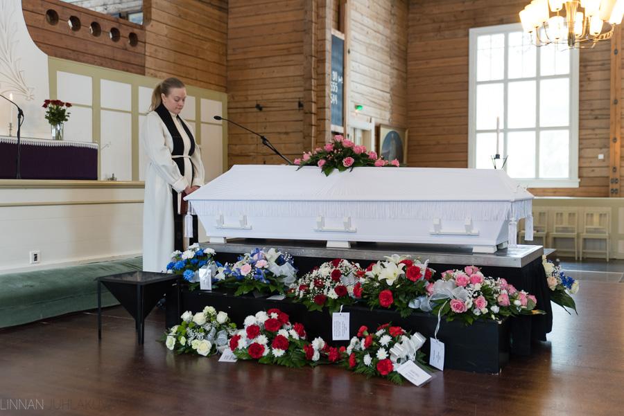 hautajaiskuvaus-oulu-linnanjuhlakuva-15.jpg