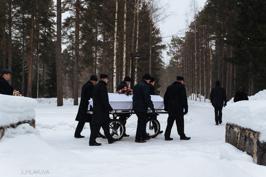 hautajaiskuvaus-oulu-linnanjuhlakuva-18.jpg