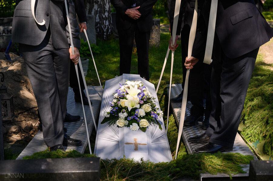hautajaiset-intiö-maikkulankartano-10.jpg