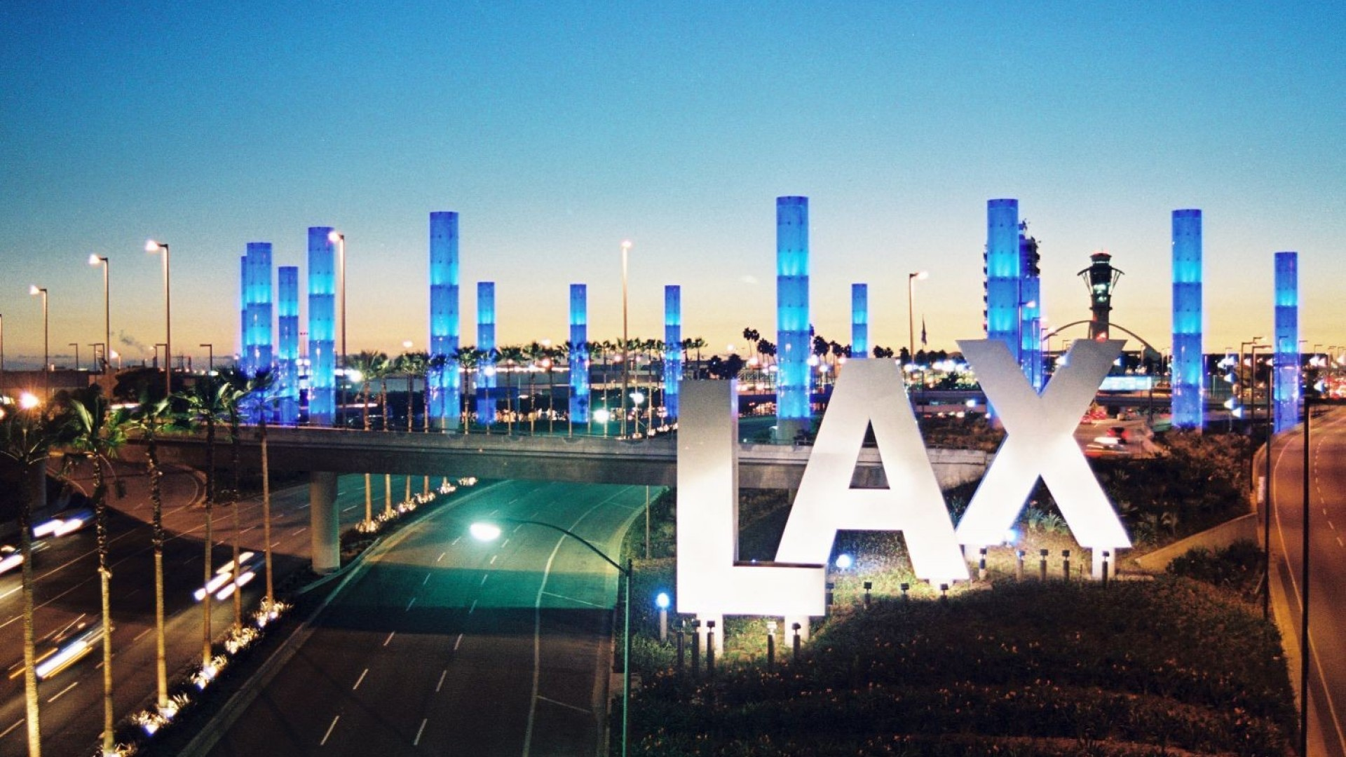 Best Flat Rate to the Airport.   Call Now to Book    (310) 673-3881