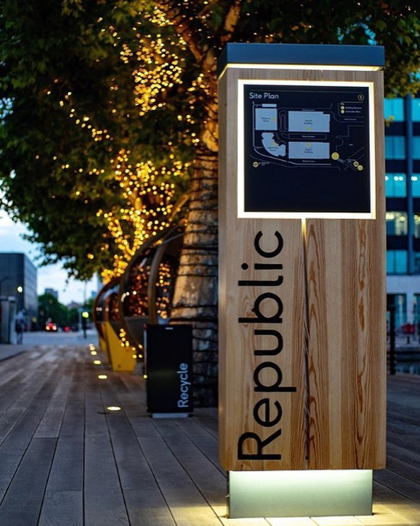 It's the end of another brilliant week at @Republic.LDN⠀ -⠀⠀ 📸 by @jccandanedo⠀ .⠀ .⠀ .⠀ #republicldn #exterior #exteriorshot #architecture #office #officespace #publicrealm #eastindiadock #towerhamlets #poplar #nightshot #lunchspot #drinksspot #friday #finallyfriday #weekendstartshere #endofweek #fairylights