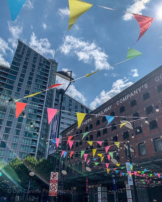 Great summery picture of @GNWManchester by @dancunliffe_photography⠀ -⠀ Repost @dancunliffe_photography⠀ .⠀ .⠀ .⠀ #greatnorthern #greatnorthernwarehouse #manchestercitycentre #bunting #summer #manchester #summer #thingstodoinmanchester #manchestertourism #lunchtimephotography #blueskies #ilovemcr #deansgate #visitmanchester #greatnorthernwarehouse #warehouse #oldmeetsnew #manchesterstreets #greatnorthern #summerholiday #sundayfunday #summersun #photosofbritain #manchesterlife #capturethesestreets #streetlife #streetphotography #documentaryphotography #capturethemoment