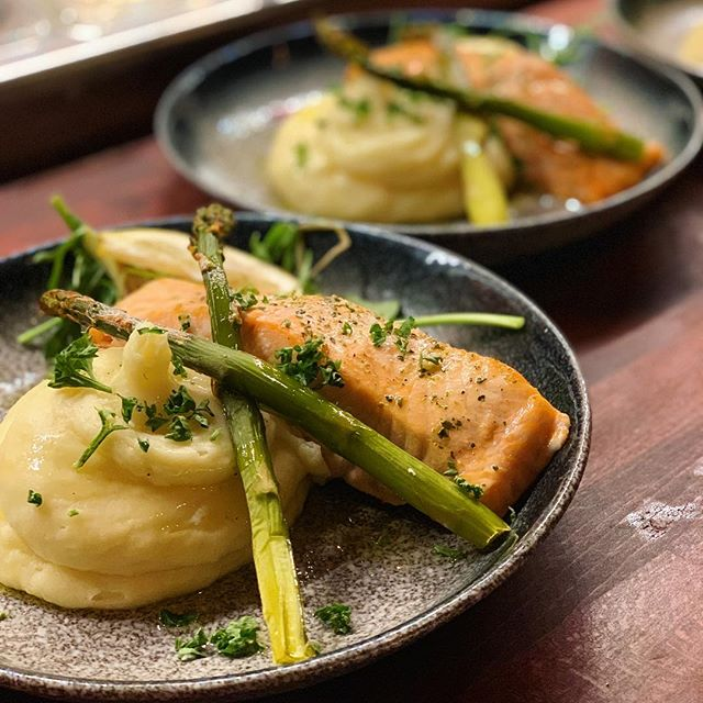 Salmon is back and it's better than ever! Baked with garlic and herbs butter, served with potatoes of your choice and asparagus 🐟