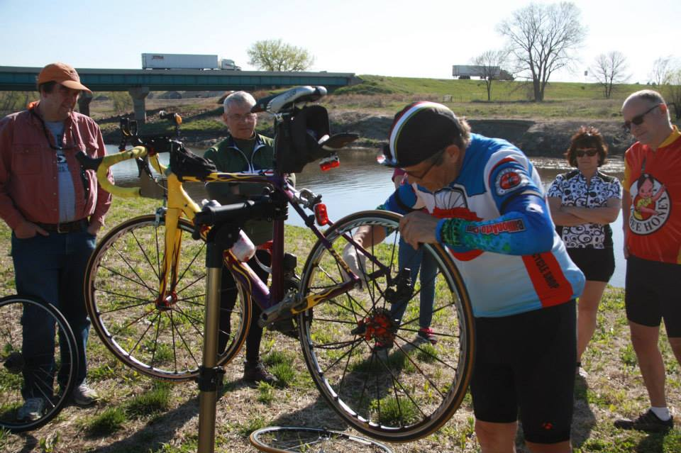 2015 Siouxland Cyclists Club Picnic  Ron teaches us how to change a tire tube.