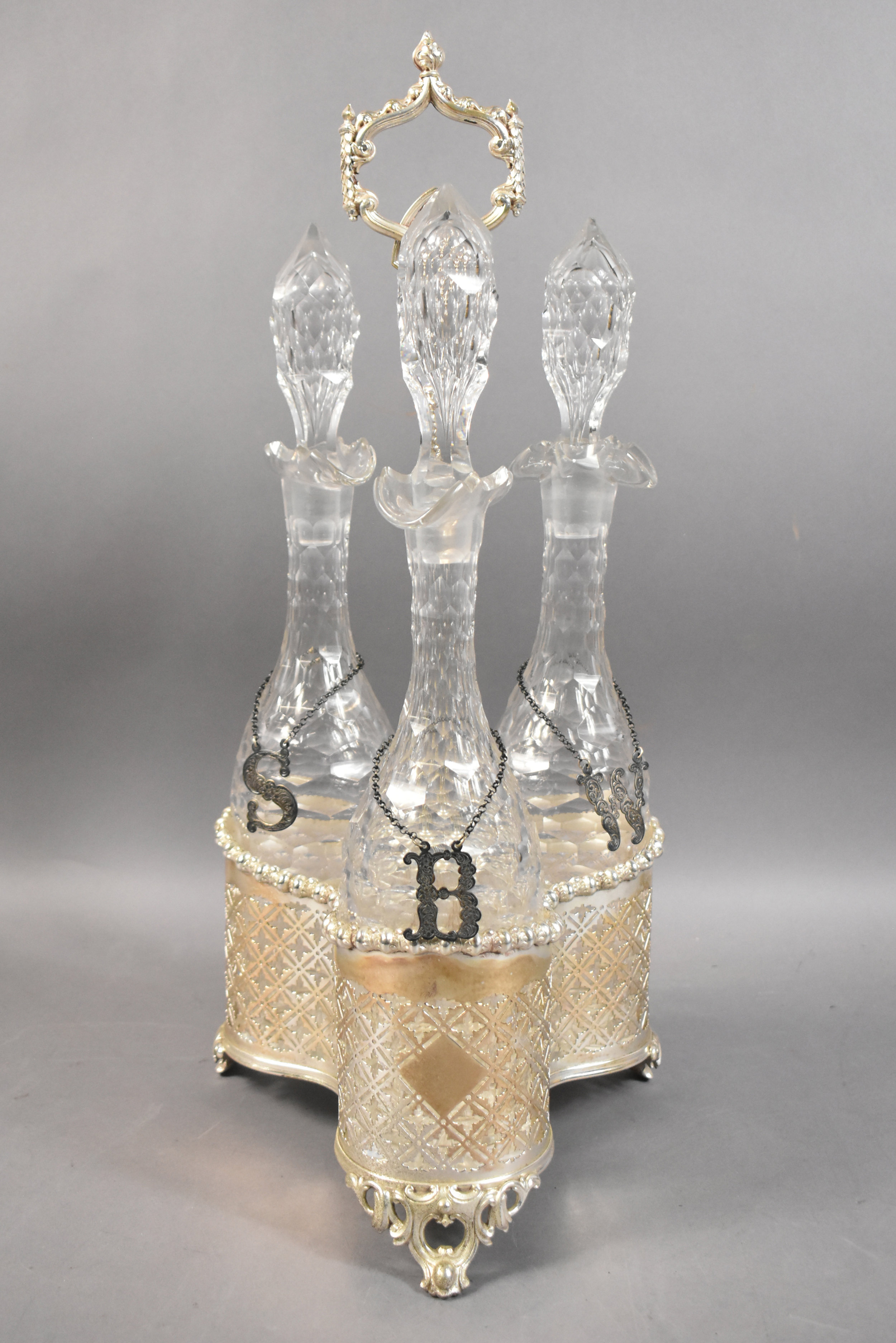 GROUP OF DECANTERS
