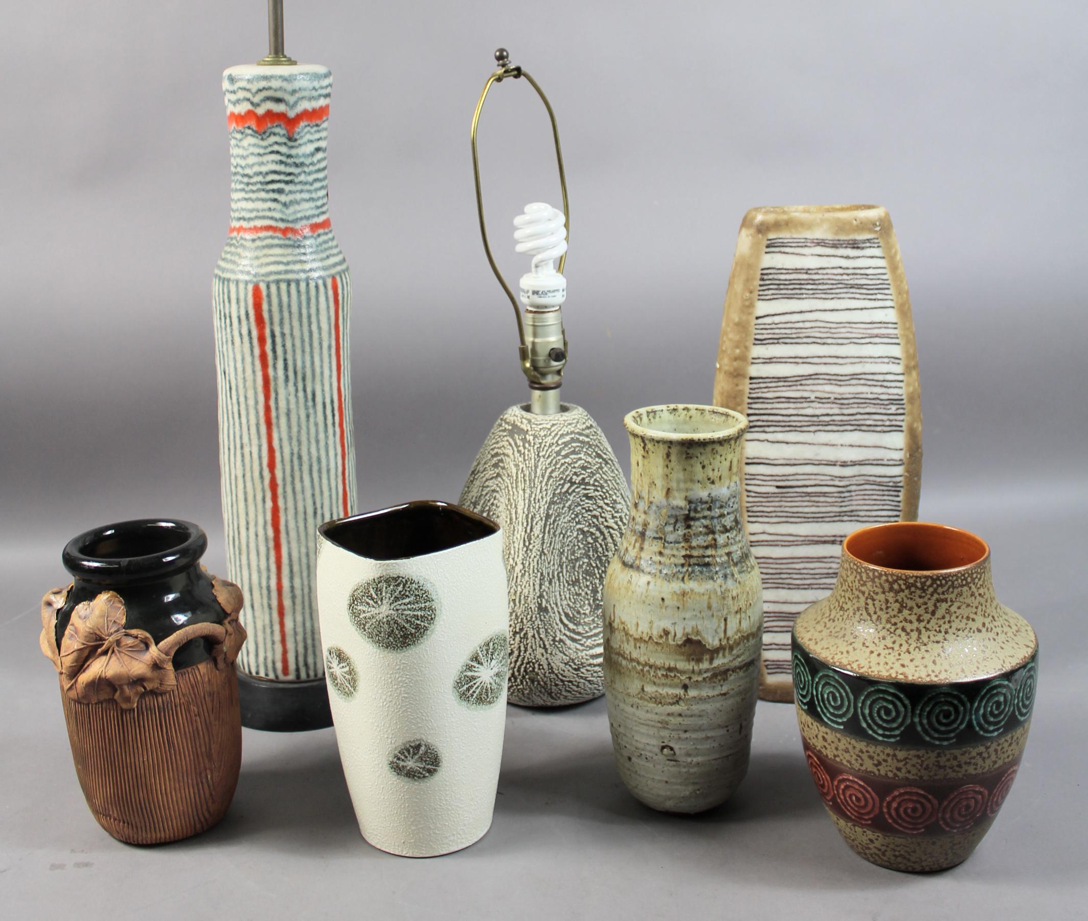 GROUP OF LAMPS & CERAMICS