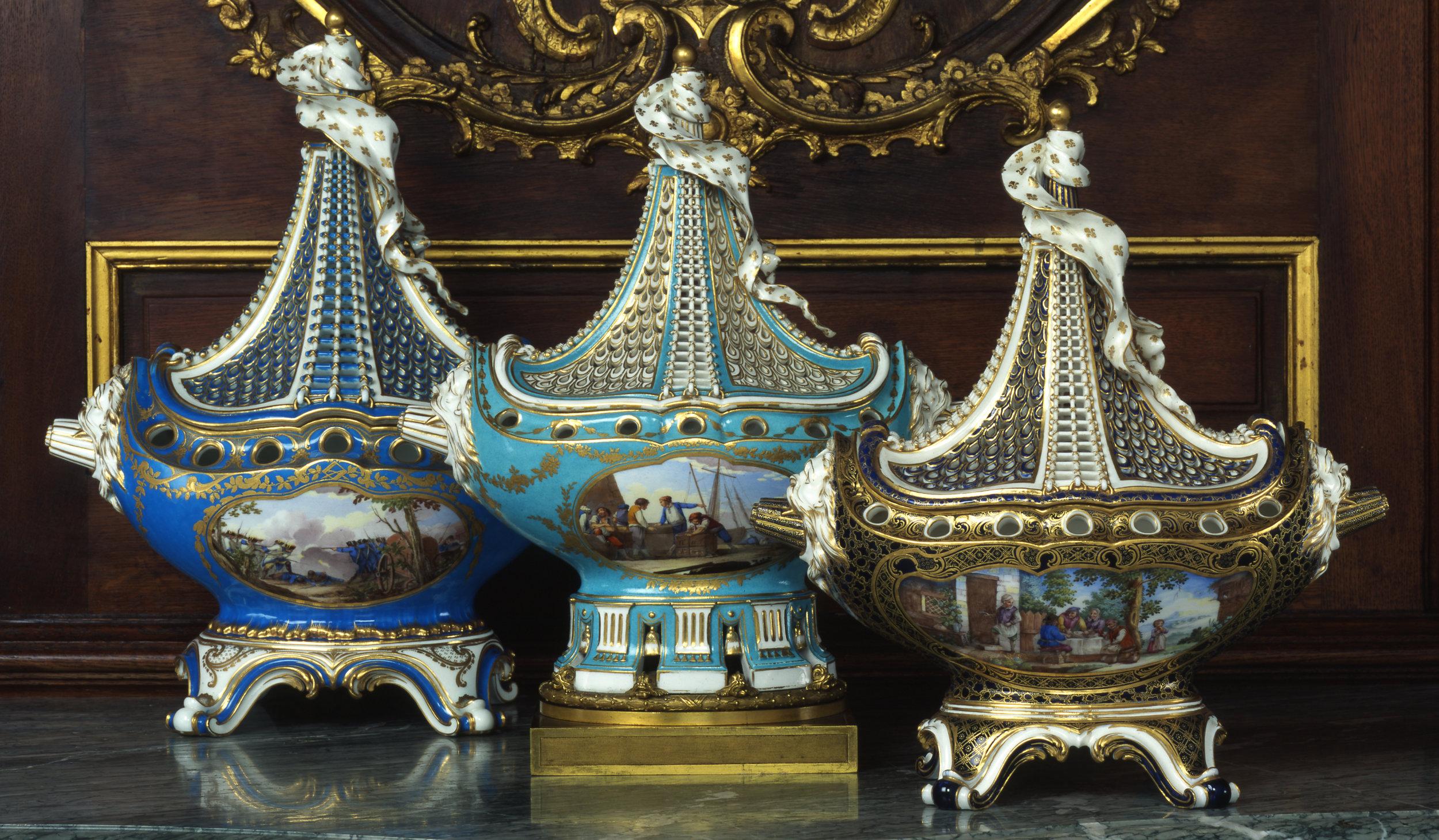 Sèvres_porcelain_manufactory,_Pot-pourri_vases,_1761_at_Waddesdon_Manor_(cropped).jpg