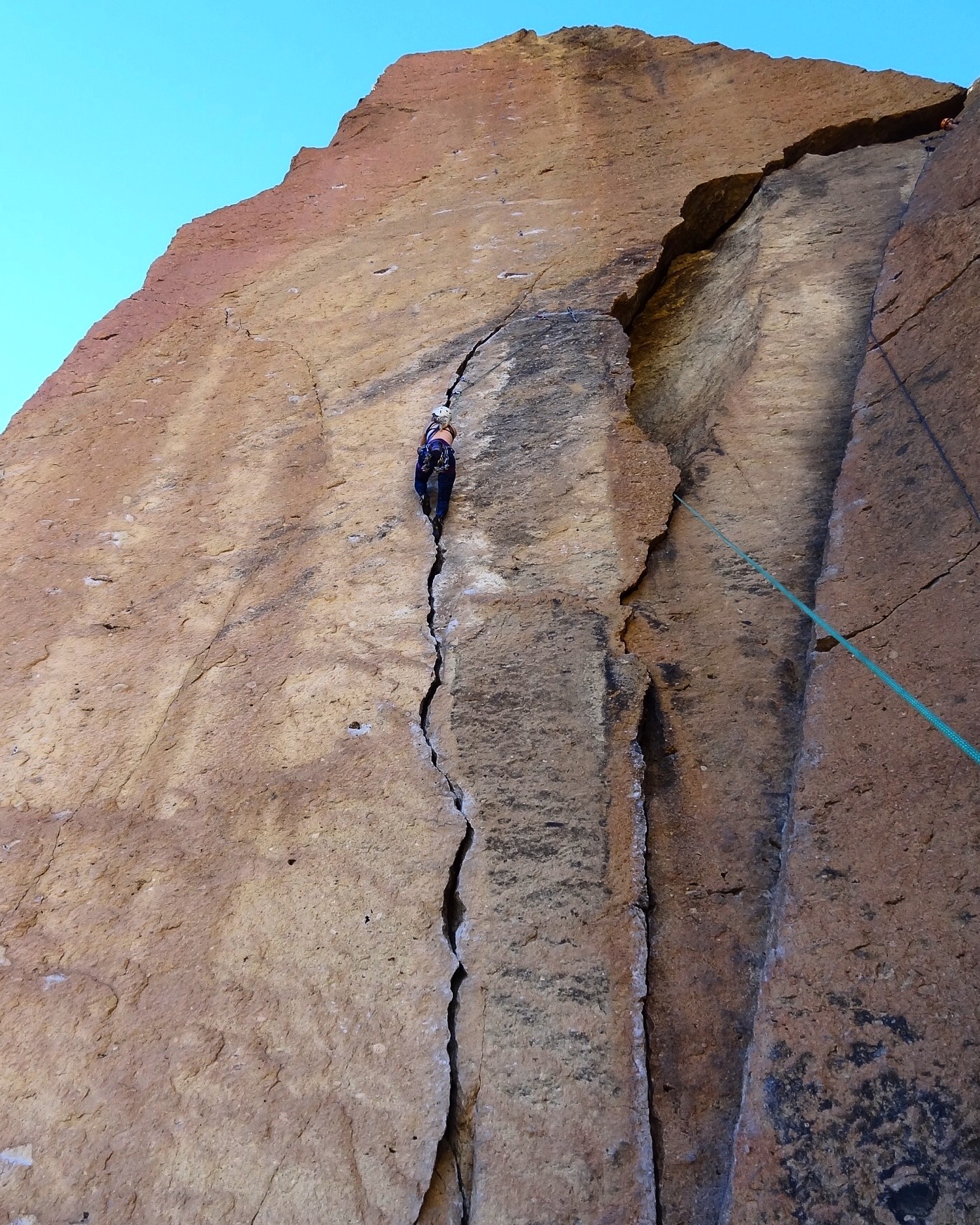 noelle snyder rockclimbing smith rock oregon this world exists thisworldexists
