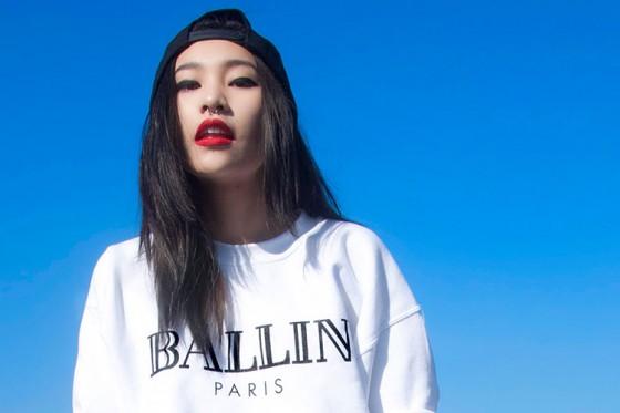 alex-chloe-splash-ballin-in-paris-sweatshirt-560x373.jpg
