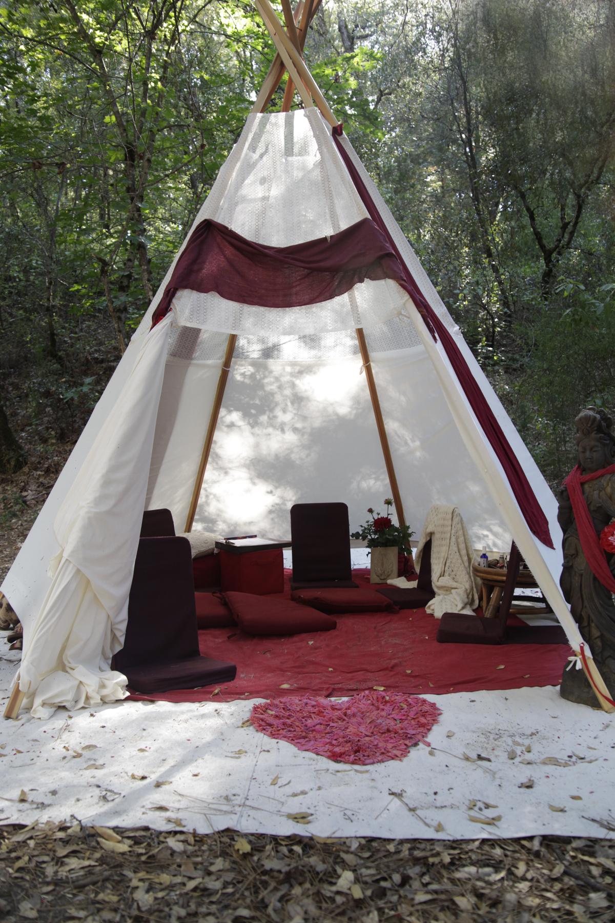 HoneyRoot'13-6496-tent.jpg