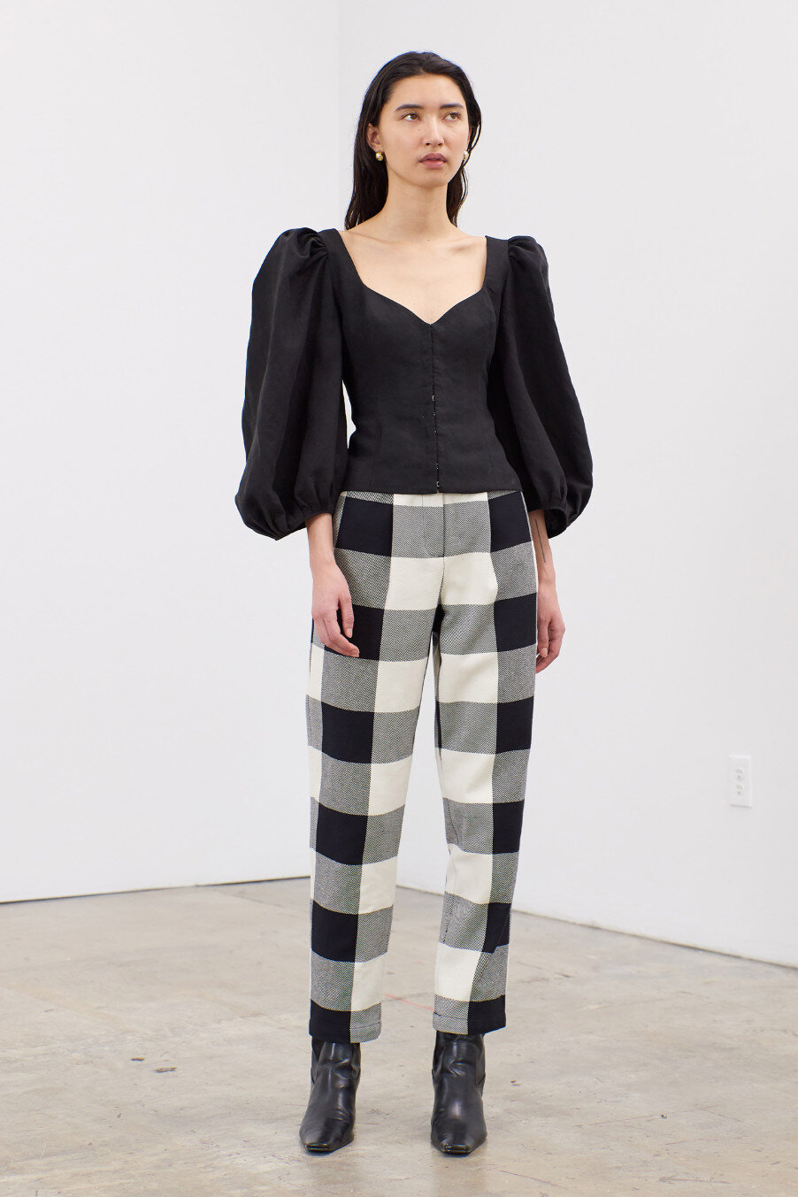 eliana-full-sleeve-hook-and-eye-front-top-black-1.jpg
