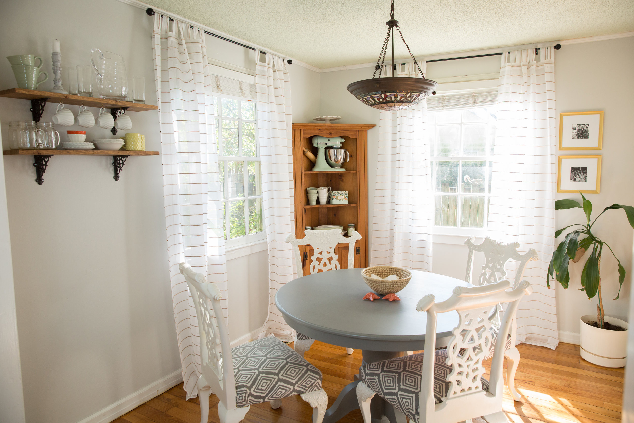 Dining Room in Crushed Ice  (Photo by  Melissa Griffin Photography )