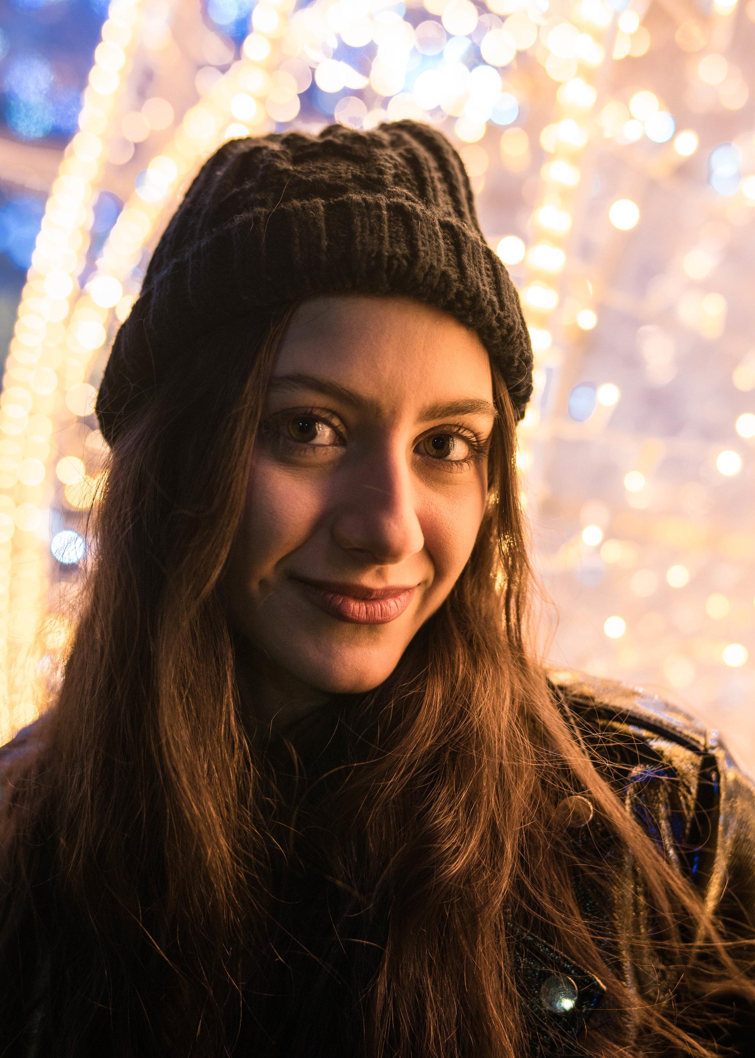 detroit photoshoot | holiday photos | holiday minisession | holiday lights | christmas lights | portrait session | Detroit portrait session