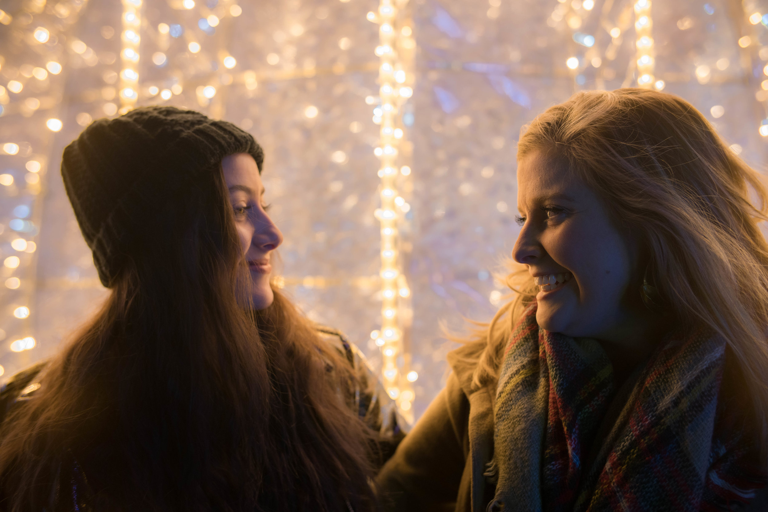 best friends | wonder | detroit photoshoot | holiday photo | holiday photoshoot | winter wonderland photo | christmas light photo | holiday bokeh | holiday mini session | christmas in detroit | kboothmedia