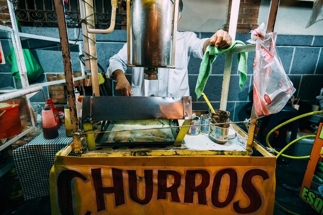Churros #cdmx #streets #photography #sonya6000 #samyang #f2 #mexico  #nightphotography #people #food #ciudaddemexico