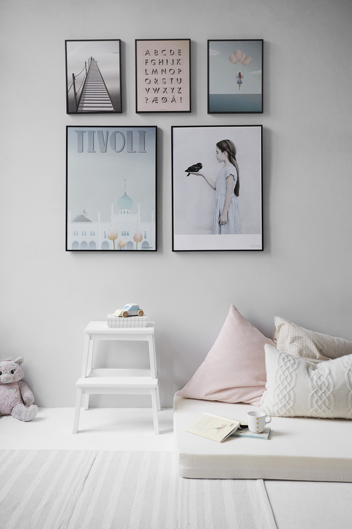 room home house wall pictures frames.jpeg