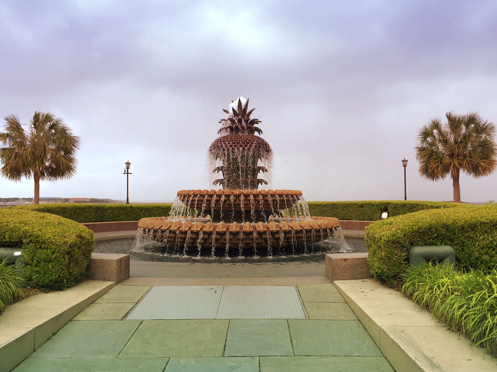 pineapple-fountain-downtown-charleston-south-carolina