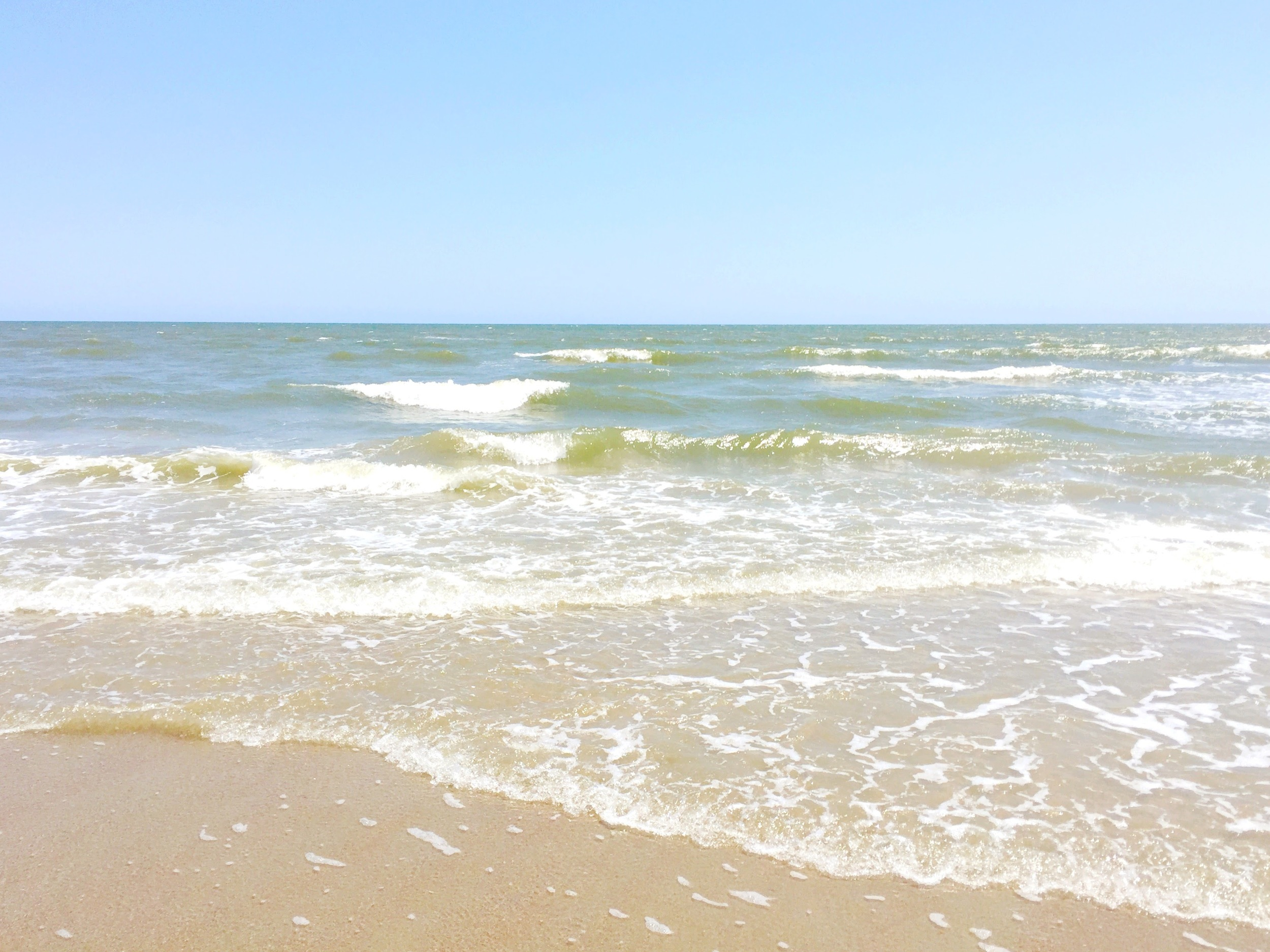 beach-ocean-waves-isle-of-palms
