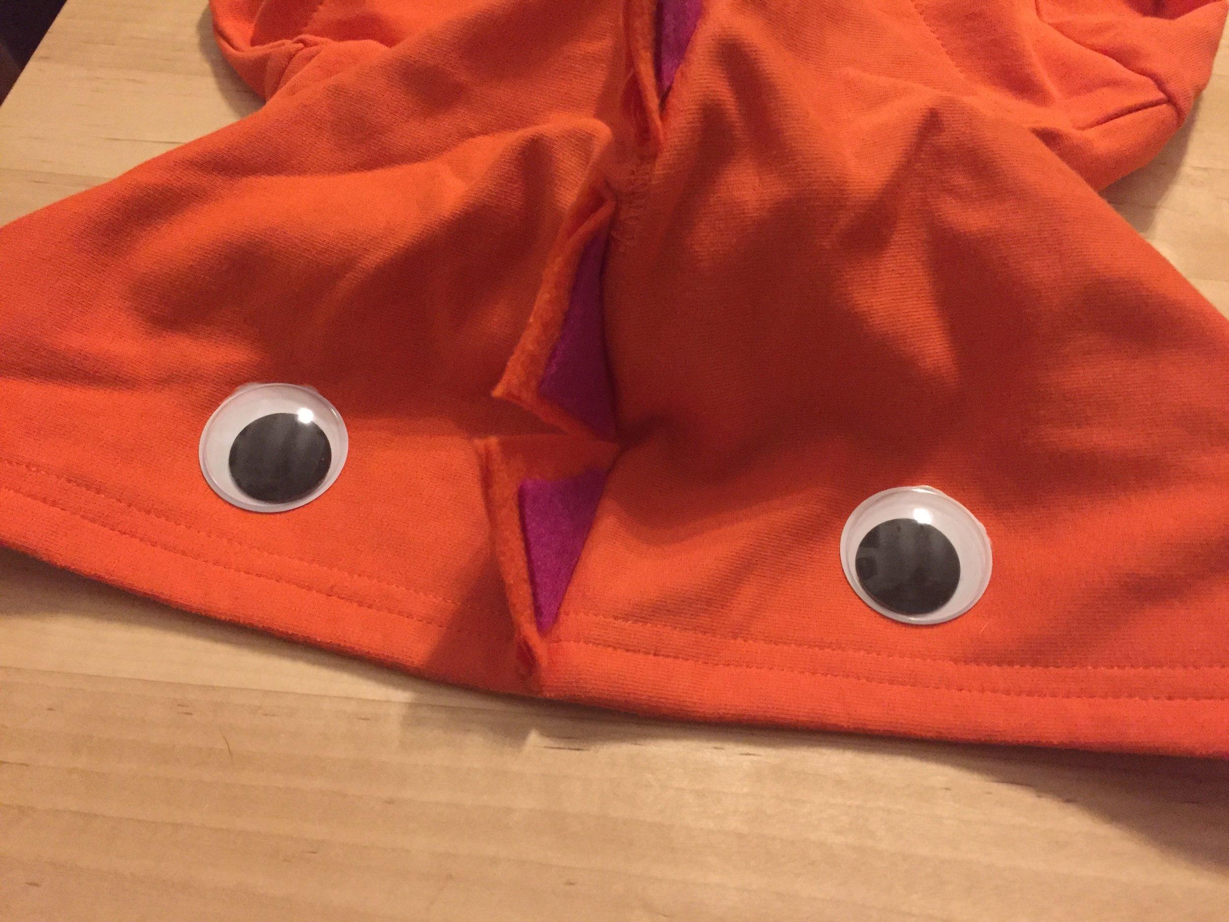 Glue on the googly eyes #halloweendinodiy