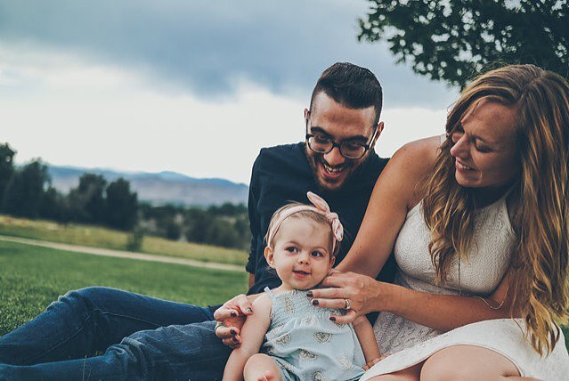 Happy Weekend to this beautiful family and to y'all! . . . . . . #familygoals #familytime #familyphotography #familyportraits #denver #denverphotographer #coloradofamilyphotographer #coloradolife #tickles #smiles #lascrucesphotographer #newmexicophotographer #everydaybrilliance