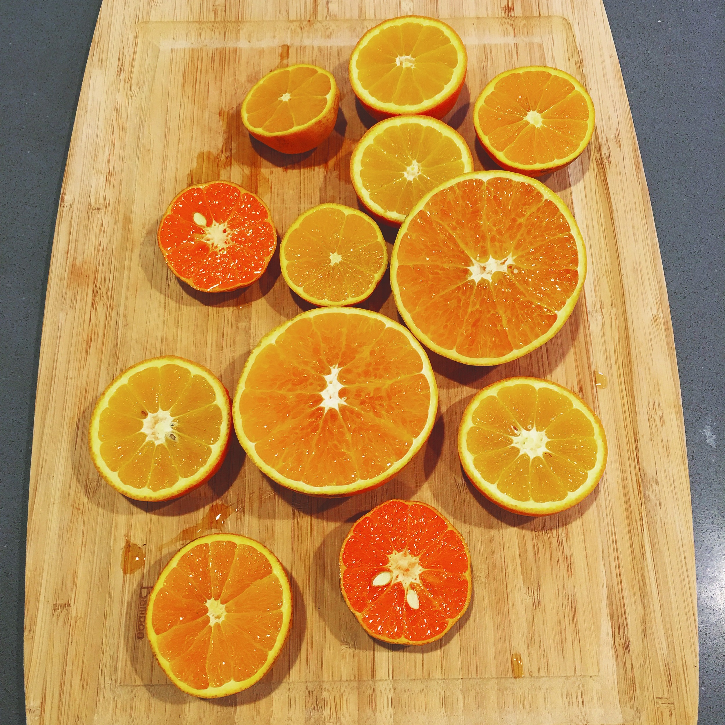 Rich in vitamin C: Fresh mandarins and oranges from our garden