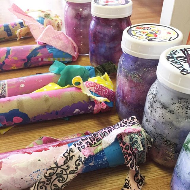 These rain sticks and galaxy jars are awesome! 😍🎨 Summer camp will be filled with all sorts of cool projects. Sign up for a few days or for a few weeks, your choice! Check out our site for more info. . . . . .  #ctmom #homeschoolingmama #crafternoon #learningthroughplay #crafttime #craftymom #craftymama #creativehappylife #classesforkids #playmatters #craftykids #creativekids #finemotorskills #ctkids #maketimeforart #newhavencounty #wallingfordct #connecticutliving #makeart #artkids #letsgetcreative #craftivatect #the203 #ctmom #artcamp #summerfun☀️ #summerkids #arted #arteducation