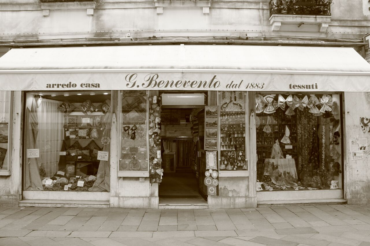 A fantastic little fabric/haberdashery place to visit when in Venice.