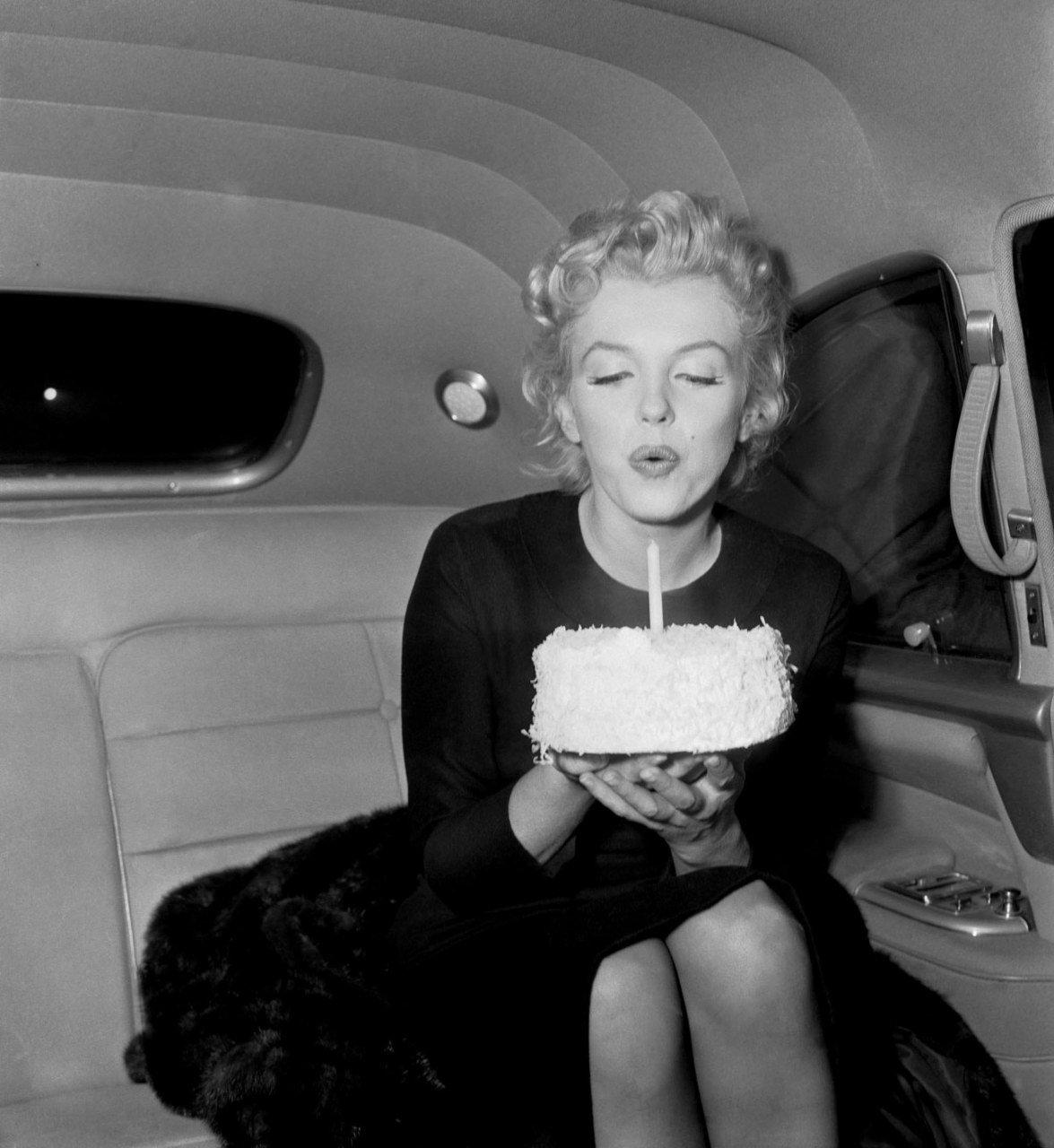 marilyn-monroe-happy-birthday-2016-iyug3zdt.jpg