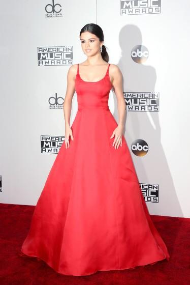 american-music-awards-photos-11202016-30-1479689105-374x560.jpg