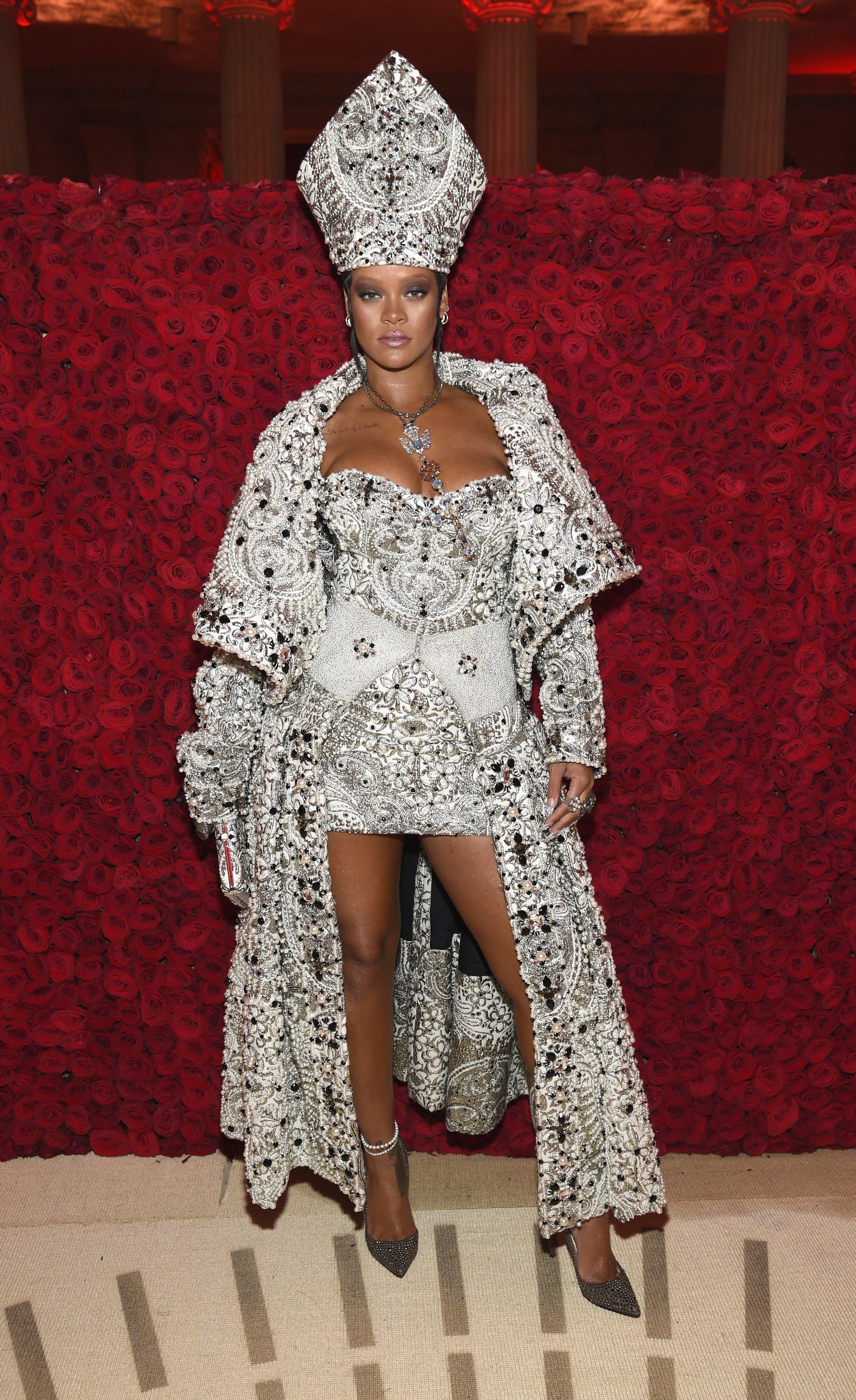 Rihanna Met Gala 2018 Pope Rihanna 04.jpg