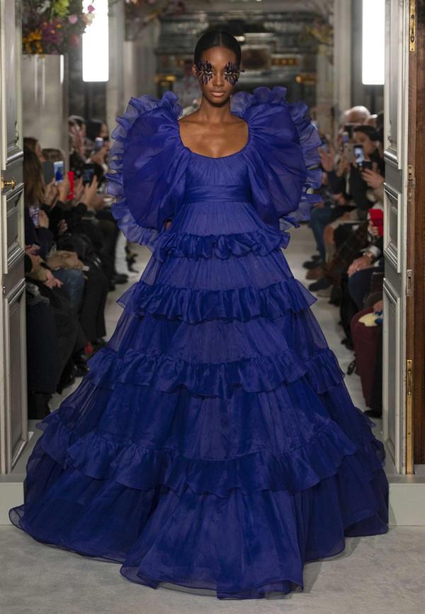Valentino-Spring-2019-Couture-PFW-Runway-Fashion-Tom-Lorenzo-Site-5.jpg