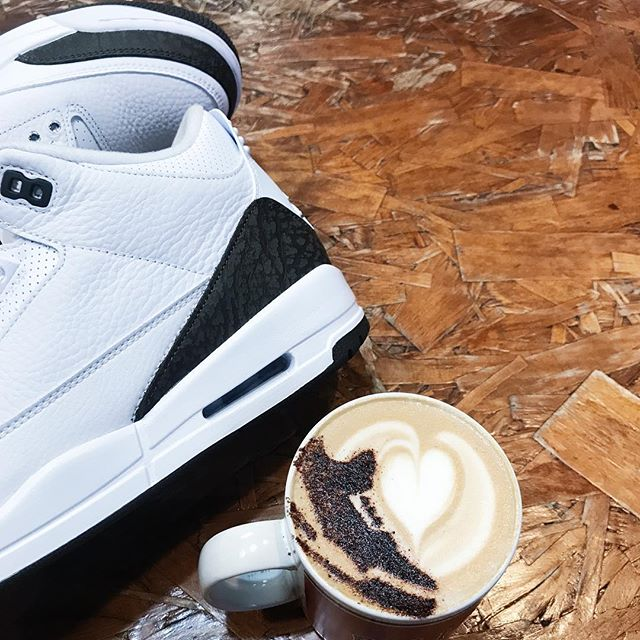 Real talk, who's getting Mochas Saturday? Do you really want em or are you just gonna flip em?  If you are, let us cop! #mocha3 #mochasshouldbedope #coffeexkicks #deadstockcoffee 📷 @flightskoolshoes