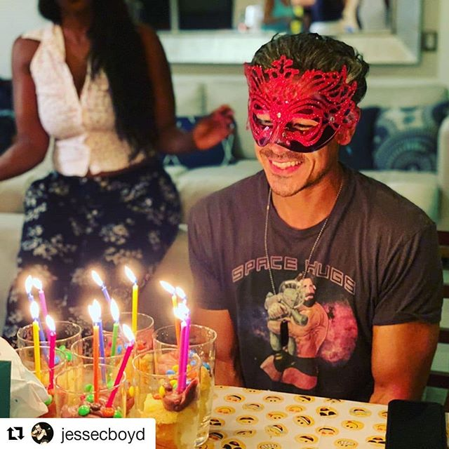 Some birthday wishes show up before you even blow out the candles!! So lucky and honored to be surrounded by the biggest & most beautiful souls a guy could ever love. Thank you for an incredible and spiritual birthday extravaganza!!!! ❤ @jessecboyd ⚡ @susuddio ⚡ @dearsj ⚡ @hellowillowv ⚡ @fionadomenica ⚡ @salatichla