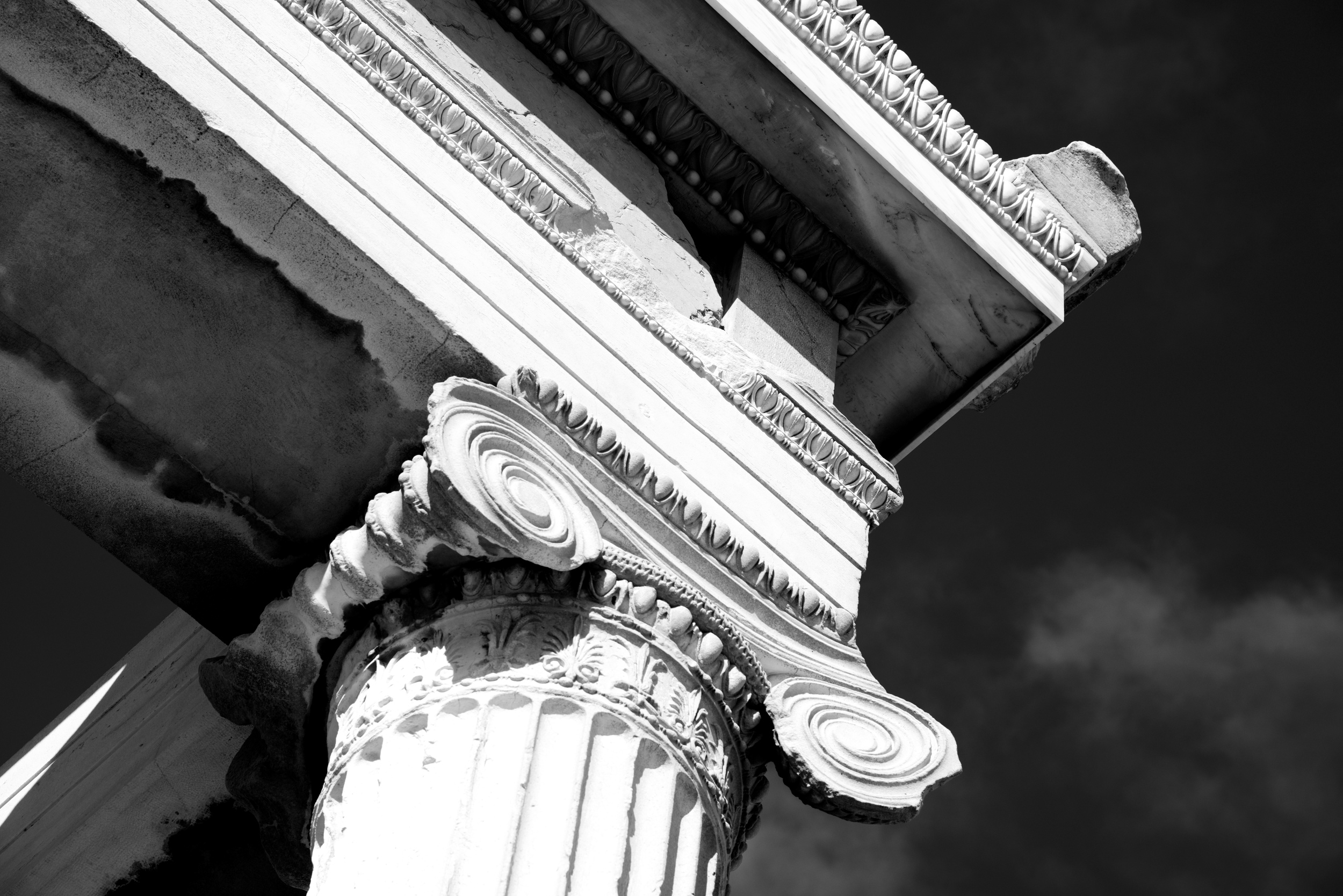 Mono Ionic capital at corner of Erechtheion.jpg